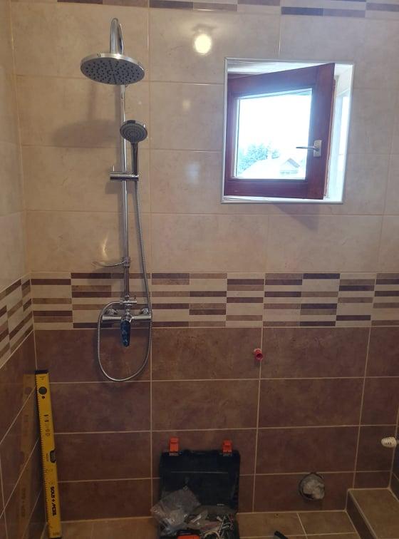 zuhanyzó kialakítása vízszerelő segítségével Budapesten